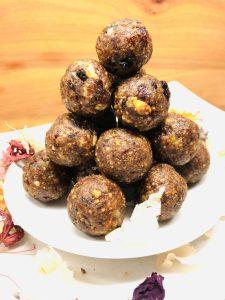 Christmas cake energy balls