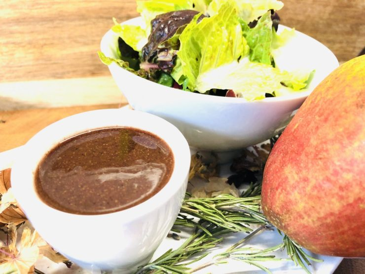 Blattsalat mit Birne und Mohn Marzipan Vinaigrette