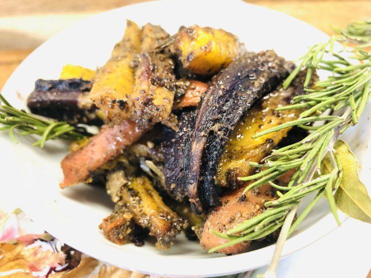 Geröstete bunte Karotten mit Dukkah und Honig