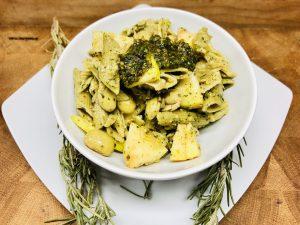 Erbsen Pasta Salat mit Minze Pesto