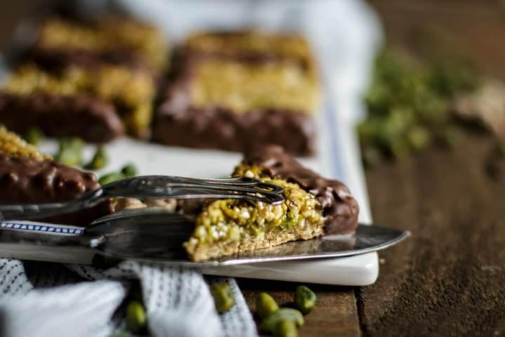 Pistazien Nussecken mit Schokolade und Orange und Kardamom
