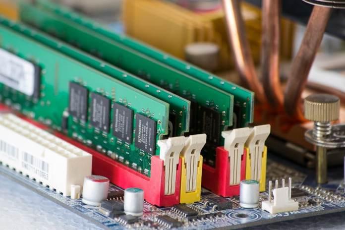 Qu'est-ce que la CAS Latency sur une barrette de RAM ?