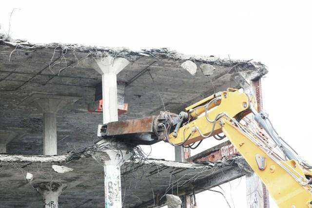 demolish-498443_1920