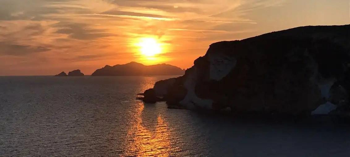 Da Palmarola a Ponza: giornata tra le rocce e serata sotto le stelle