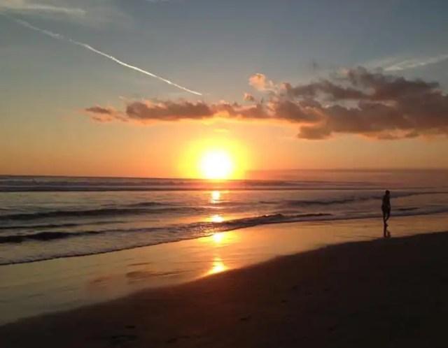 Seminyak tramonto in spiaggia