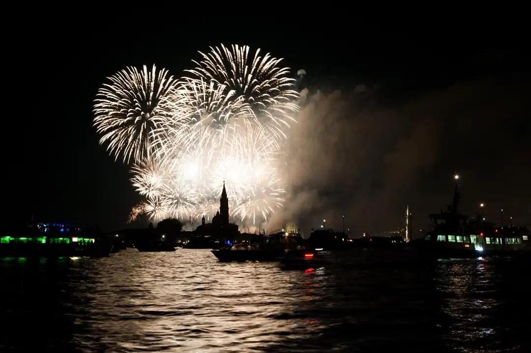 fuochi d'artificio durante la festa del Redentore di Venezia