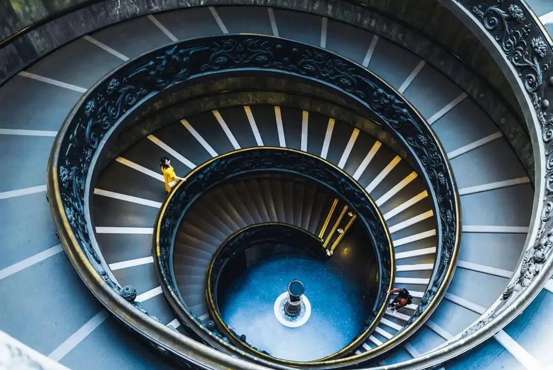Scala di Giuseppe Momo nei Musei Vaticani