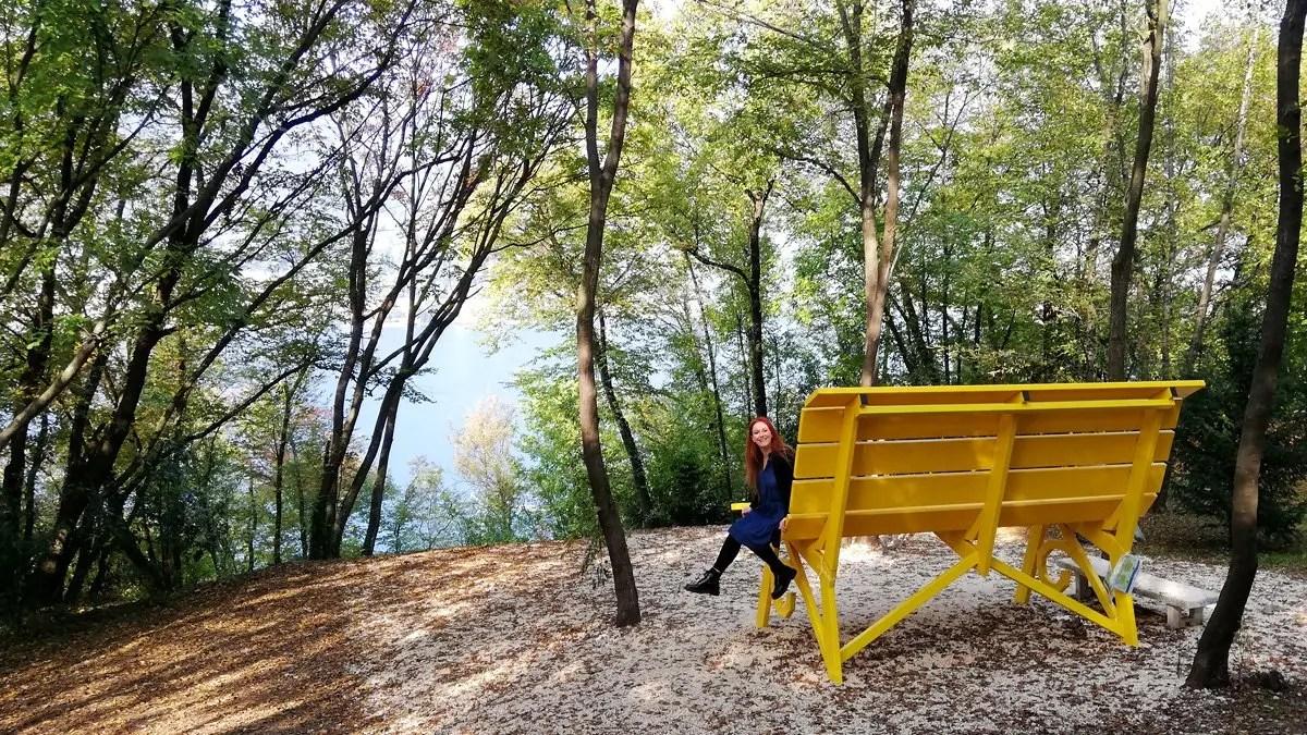 Panchina Gigante di San Felice #101: la grande panchina gialla del Lago di Garda