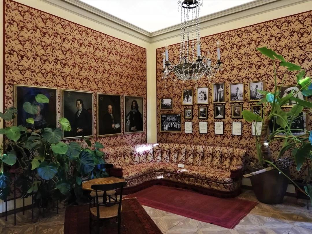 Visita alla casa museo di Palazzo Giusti a Verona: salotto rosso