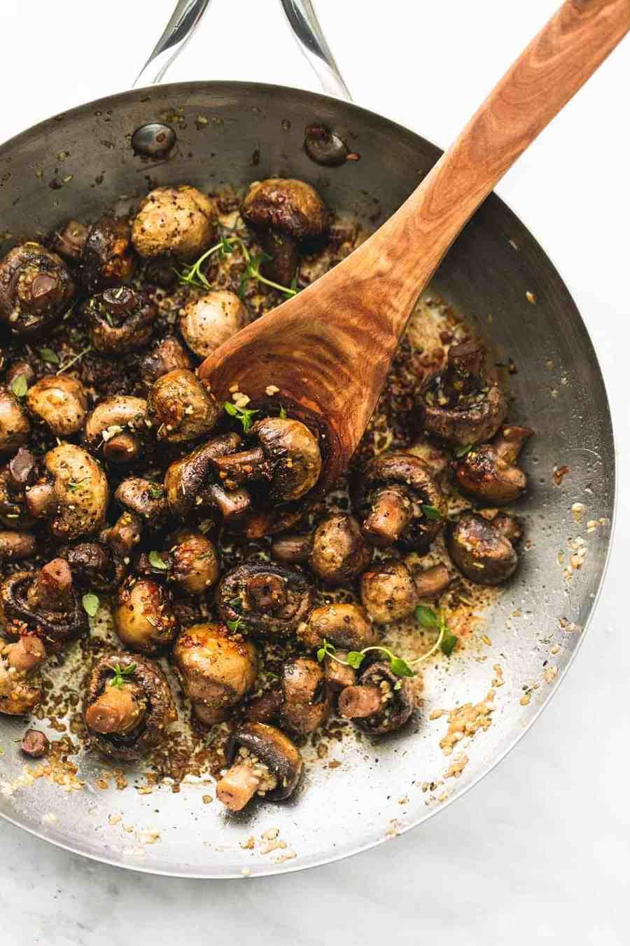 Sauteed Garlic Butter Mushrooms | lecremedelacrumb.com