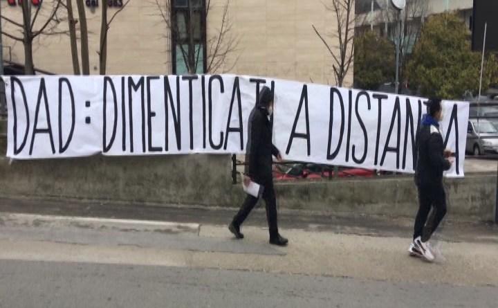 """POTENZA, """"DAD: DIMENTICATI A DISTANZA"""""""