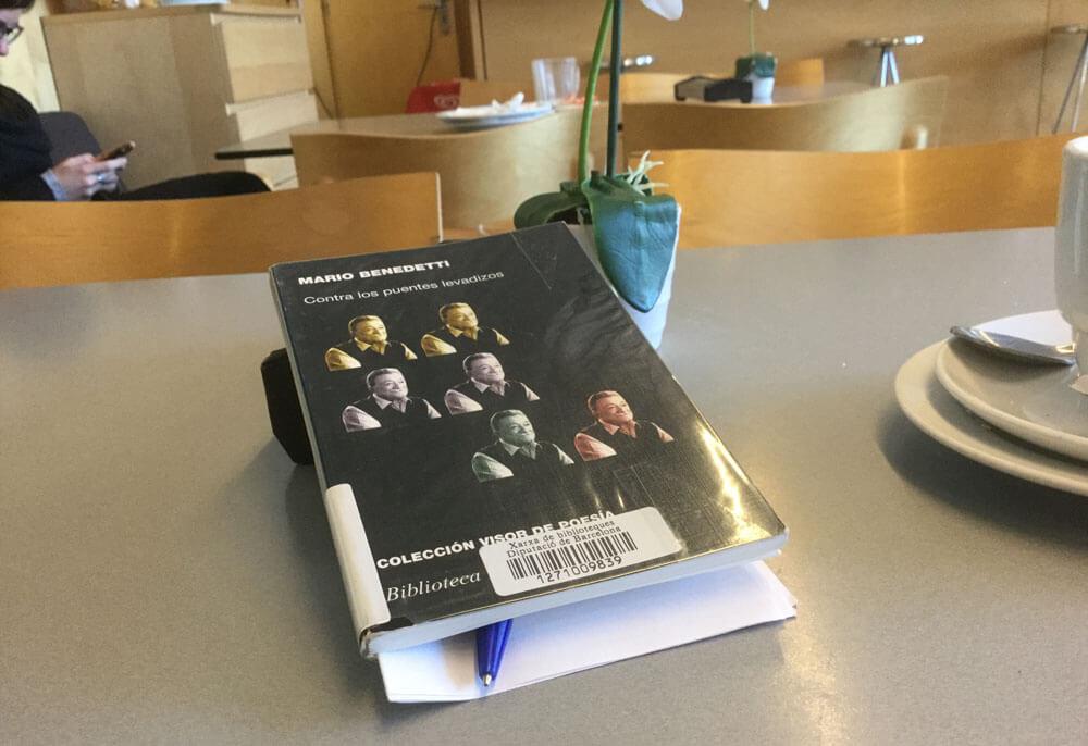 Contra los Puentes Elevadizos, comentario sobre el libro de Benedetti