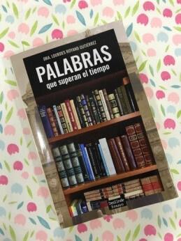 Palabras que superan al tiempo - libro de Lourdes Royano Gutiérrez