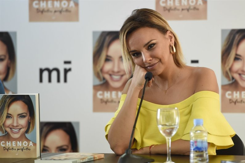 chenoa libro defectos perfectos opinion critica bisbal