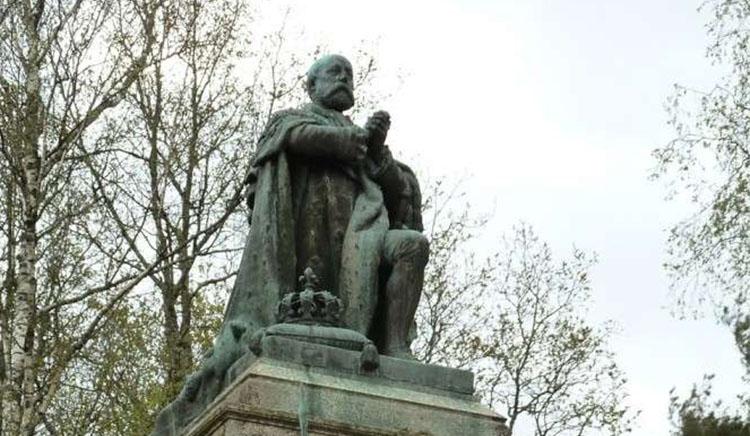 Statue du comte de Chambord