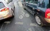 Un sas vélo occupé par des voitures