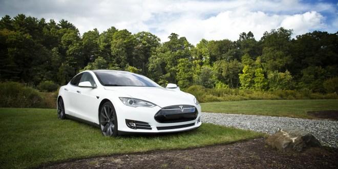 Les voitures autonomes peuvent être trompées en affichant des objets virtuels