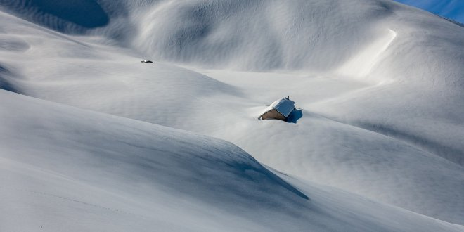 chalet dans la neige en Suisse