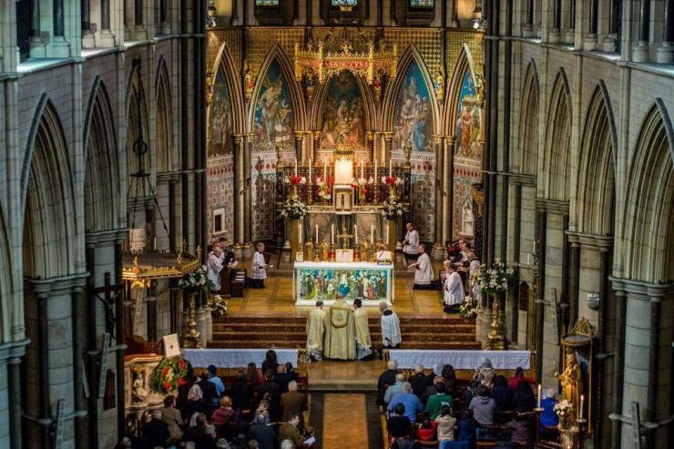 Solemn High Mass at St James London (2)