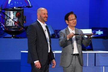 Gregory Bryant (Intel) et Jonney Shih (Asus) présentent le 2 en 1 toujours connecté Kukuna