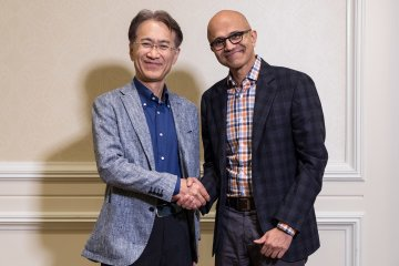 Kenichiro Yoshida, président et CEO, Sony, et Satya-Nadella, CEO, Microsoft