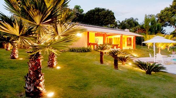 Refletor de LED em Iluminando e Decorando Jardim