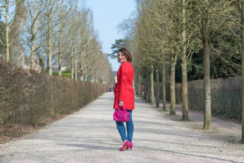 veste rouge parc de sceaux ceinture nouée paris blog blogueuse mode fashion jean zara sac fuchsia
