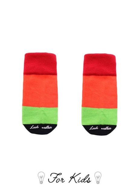 色彩鮮艷的童襪
