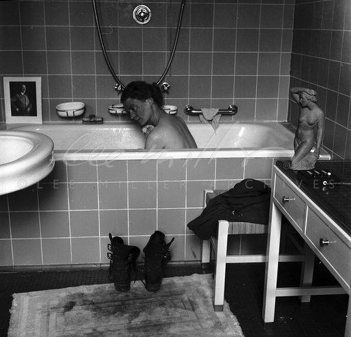 Lee Miller In Hitlers Apartment At 16 Prinzregent 2246