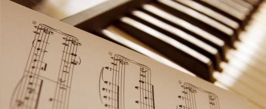Begeleiden op de piano met bladmuziek