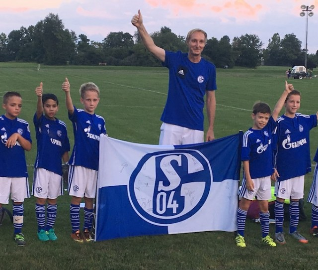 Leesburg Fc Schalke 07 Proudly Standing With Our Fc Schalke 04 Team Signed Flag After Our First Game At Our Morven Park Home
