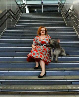 voodoo vixen-suzanne-dog-pin up-leesvoer-blogger-retro-dress