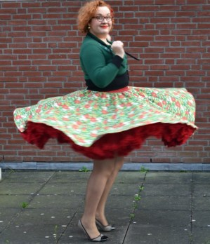 Draaien in kerstrok gemaakt van tafelkleed