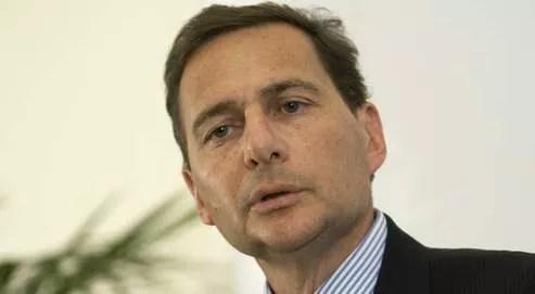 Éric Besson a annoncé le prochain transfert de compétences, en matière de naturalisation, vers les préfectures.