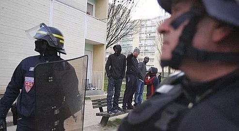 Une opération de police le 12 février 2008 à Villiers-le-Bel, suite aux émeutes qui avaient embrasé la petite ville du Val-d'Oise en novembre.