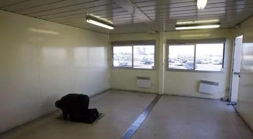 La salle de prière installéedans la zone d'attentedes taxis parisiens,à l'aéroport Roissy-Charlesde Gaulle.
