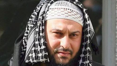 Lies Hebbadj, 35 ans, né à Alger et arrivé en France à l'âge de deux ans, aurait obtenu la nationalité française il y a une dizaine d'années par mariage.