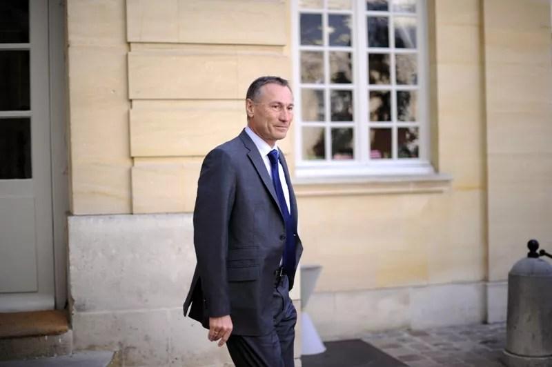 Le secrétaire d'État à la Justice Jean-Marie Bockel, qui aura 60 ans le 22 juin, a d'abord siégé comme député avant d'être élu sénateur. Ses services ont fait savoir à l'AFP qu'il touchait sa retraite parlementaire.