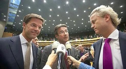 Mark Rutte, leader du parti libéral, Maxime Verhagen, leader des chrétiens-démocrates, et Geert Wilders leader du parti d'extrême droite, en juin au Parlement de La Haye.