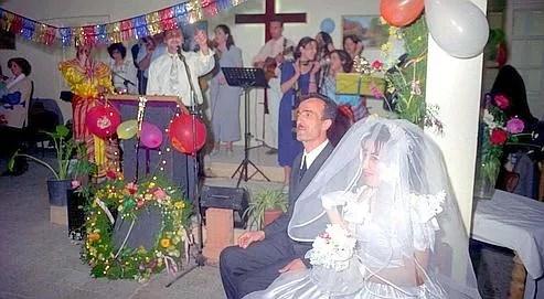 Un mariage chrétien à Tizi-Ouzou, en Grande Kabylie, en avril 2001.