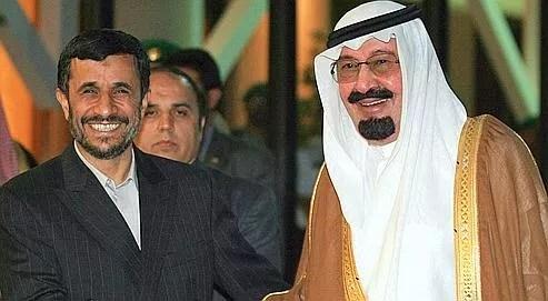 Mahmoud Ahmadinejad et le roi Abdallah, en 2007. Le monarque saoudien apparaît comme un virulent opposant au président iranien.