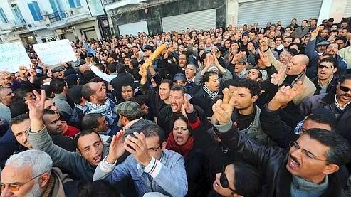 Une centaine de personnes ont manifesté lundi à Tunis