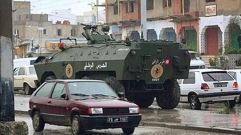 Des véhicules blindés ont été déployés dans la ville d'Ettadhamoun située à 15 kilomètres du centre de Tunis.