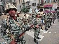 Tôt dans la matinée, l'armée était déployée pour décourager les manifestants.