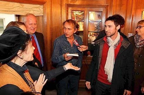 Michel Houellebecq et le lauréat du Prix 30 Millions d'Amis 2011, Erwann Créac'h.