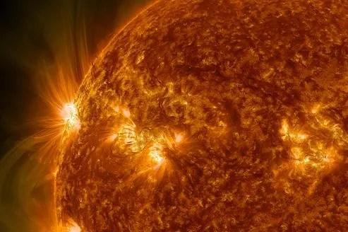 Zone d'intense activité solaire en novembre 2011, vue par le satellite SDO de la Nasa.