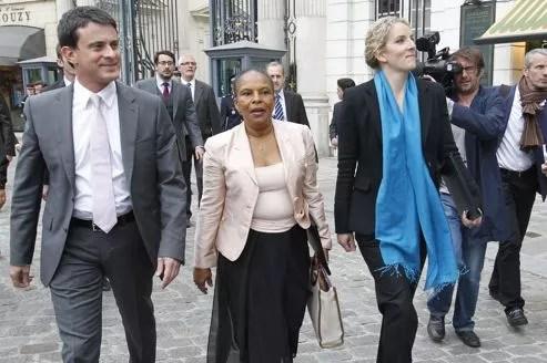 Christiane Taubira, jeudi, entourée de Manuel Valls et Delphine Batho, arrive pour le premier Conseil des ministres à l'Élysée.