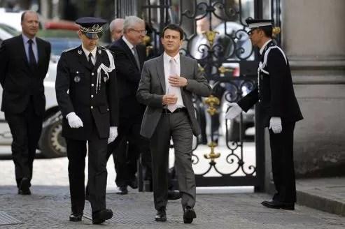Manuel Valls lors de son arrivée Place Beauvaux, le 17 mai à Paris.