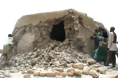 Sept des seize mausolées de saints musulmans ont été détruits.