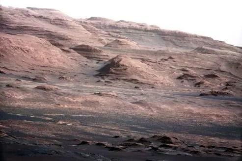 Vue du mont Sharp prise par le robot Curiosity sur la planète Mars, en août dernier.